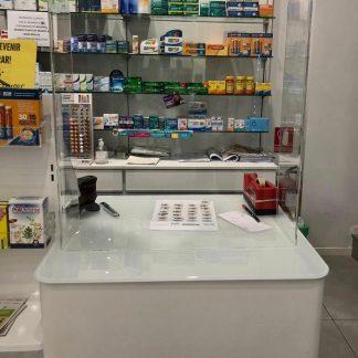 Mampara-metacrilato-protección-en-U-para-farmacias-Mamparalia