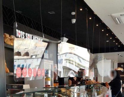 mamparas-protectoras-colgantes-panaderias-cafeterias-pastelerias