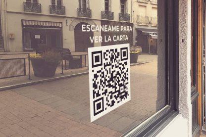 escaneame-para-ver-la-carta-digital-en-ventana-de-restaurante